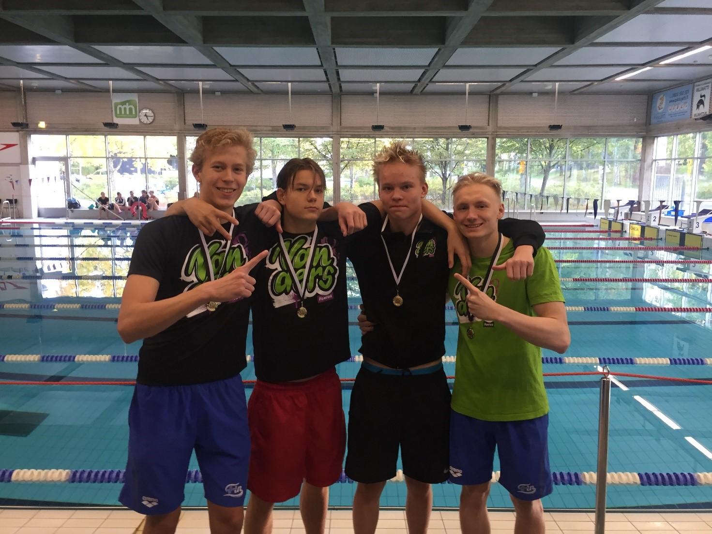 Viestijoukkueelle nuorten Suomenennätys
