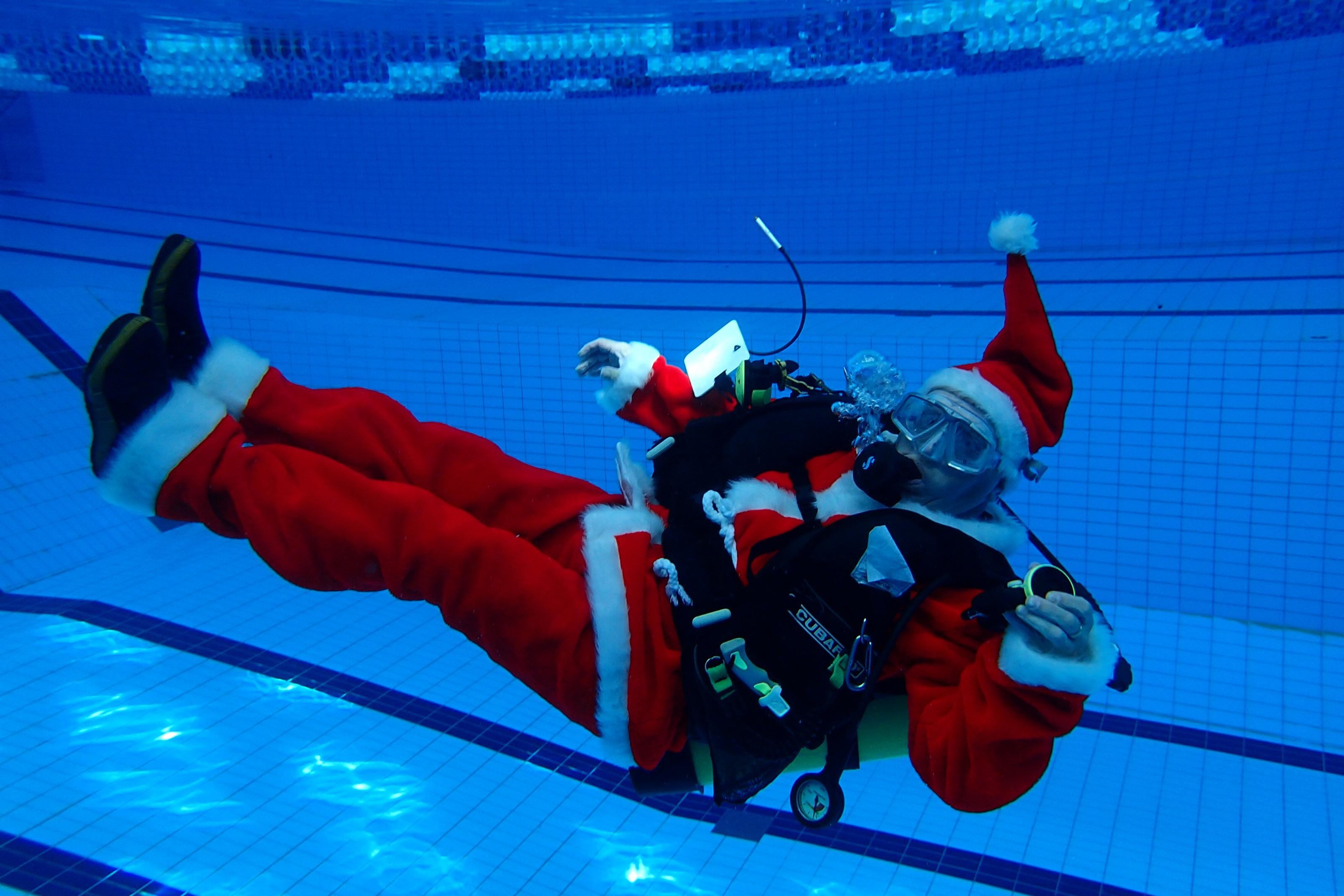 Tervetuloa joulujuhlaan 17.12. klo 17.30-19.30 Myyrmäen uimahalli